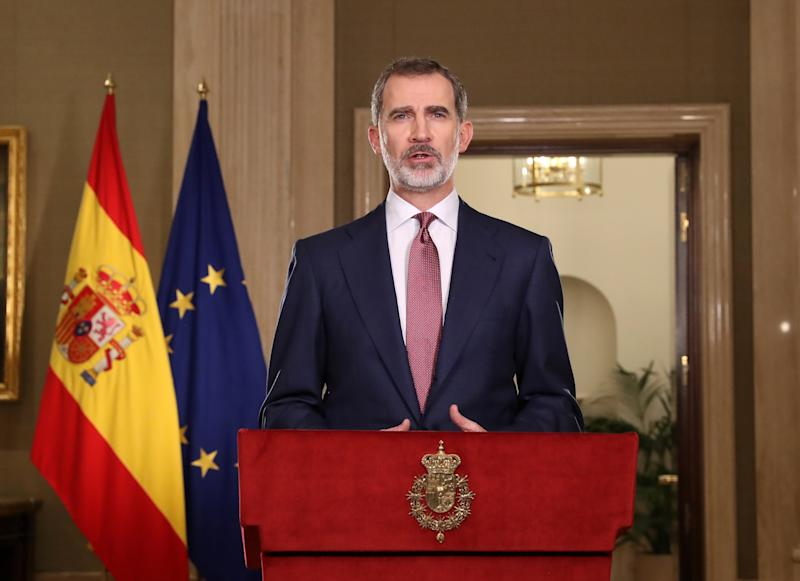 MADRID, SPAIN - MARCH 18: King Felipe VI of Spain is seen speaking to the nation during Covid-19 crisis, also known as Coronavirus crisis, at Zarzuela Palace on March 18, 2020 in Madrid, Spain. (Photo by Handout/Casa Real/Getty Images)