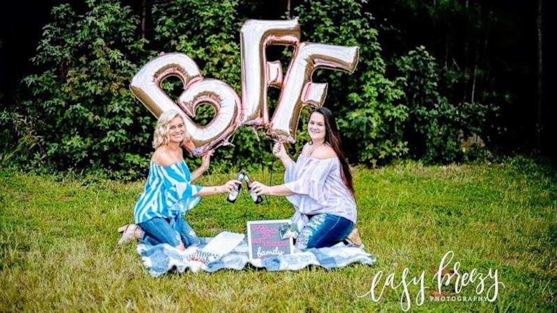 Grab your BFF and plan a Pinterest-perfect best friend photo shoot