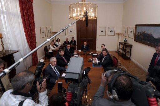 Greek political leaders meet after talks to form a new government broke up