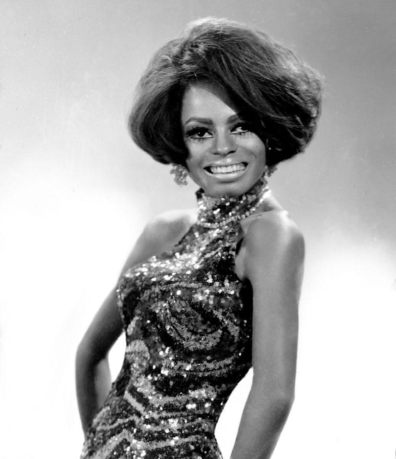 b43cca6729 All About the T-Shirt Celebrities Are Wearing to Honor Diana Ross on ...