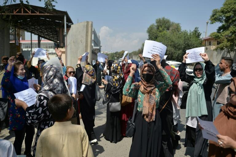 Afghan women held a protest in Kabul over the right to work and access to education (AFP/HOSHANG HASHIMI)