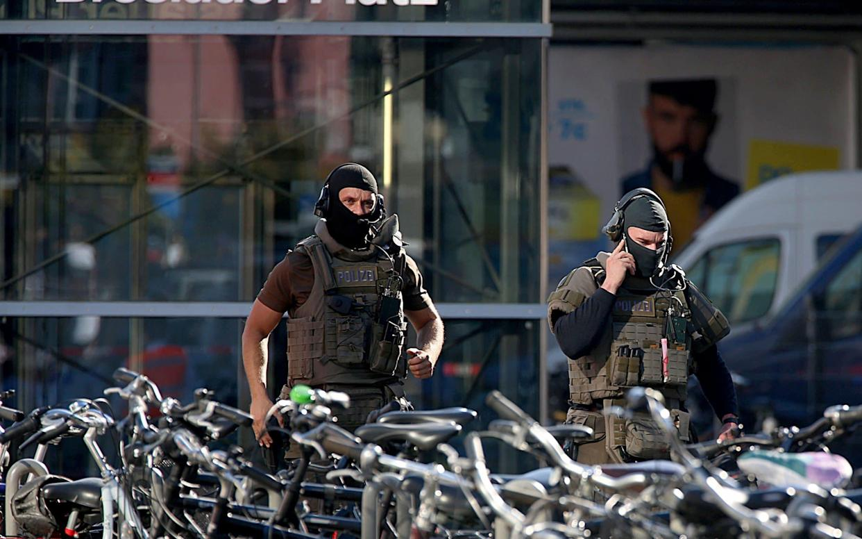 Police urged people to stay away from Cologne's main train station - DPA