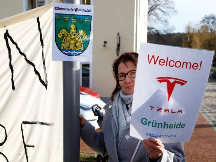 FILE PHOTO: A demonstrators holds pro-Tesla poster during an action to support plans by U.S. electric vehicle pioneer Tesla to build its first European factory and design center in Gruenheide near Berlin, Germany January 18, 2020. REUTERS/Pawel Kopczynski