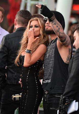Exes Carmen Electra And Dave Navarro Reconnect With A Kiss