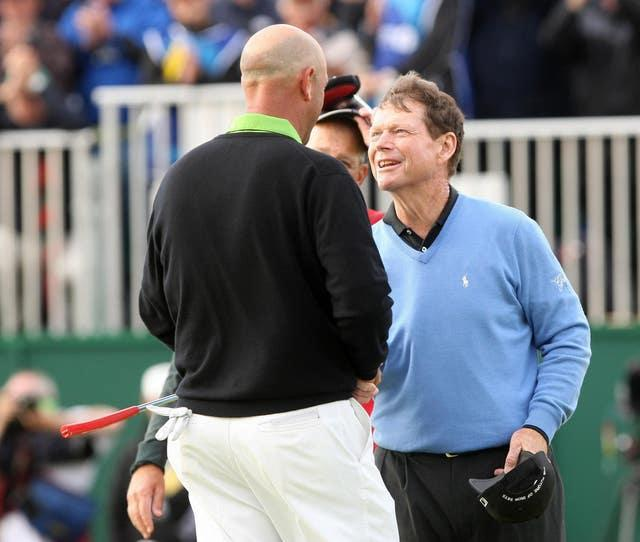 Tom Watson (right) congratulates Stewart Cink after his play-off victory at the 2009 Open Championship at Turnberry