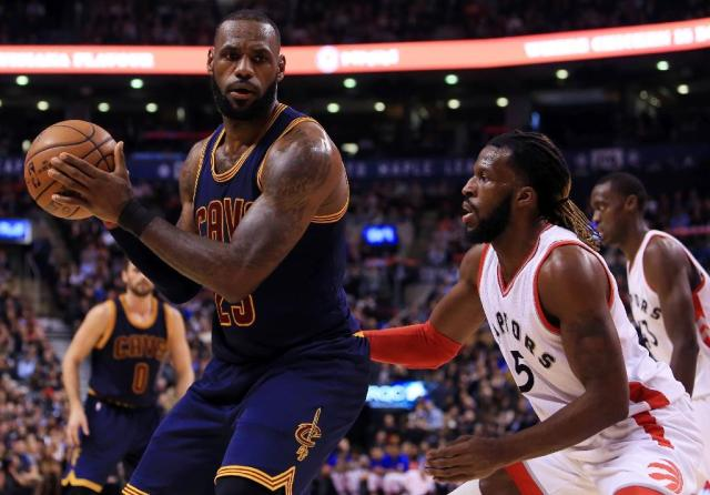 The Cleveland Cavaliers are 0-7 this season in games when star player LeBron James (L), pictured in December 2016, did not play (AFP Photo/Vaughn Ridley)