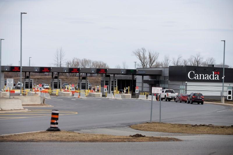 FILE PHOTO: Cars drive through Canadian customs in the border town of Cornwall