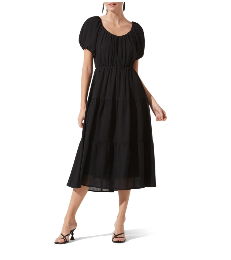 ASTR the Label Tiered Short Sleeve Dress in Black