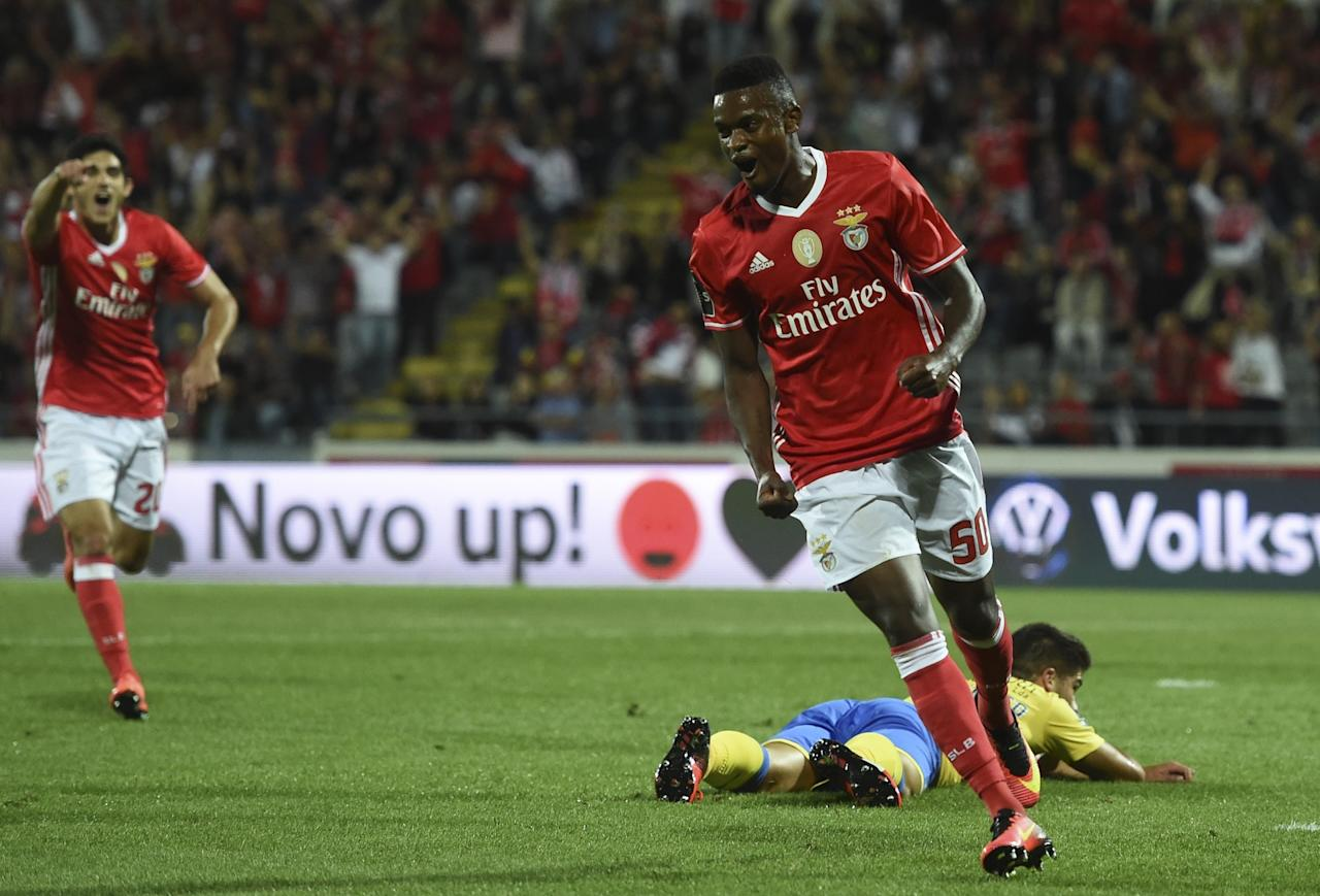 Barcelona ready to end interest in Benfica's Nelson Semedo but Manchester United still keen