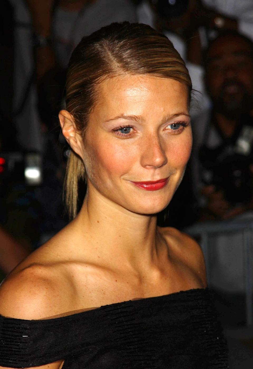 Photo by: Peter Kramer STAR MAX, Inc. - copyright 2002 ALL RIGHTS RESERVED Telephone/Fax: (212) 995-1196 9/17/02 Gwyneth Paltrow attending Fashion Week. (NYC) (Star Max via AP Images)