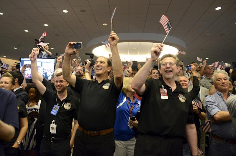 Scientists and guests cheer New Horizons spacecraft's flyby of Pluto at Applied Physics Laboratory