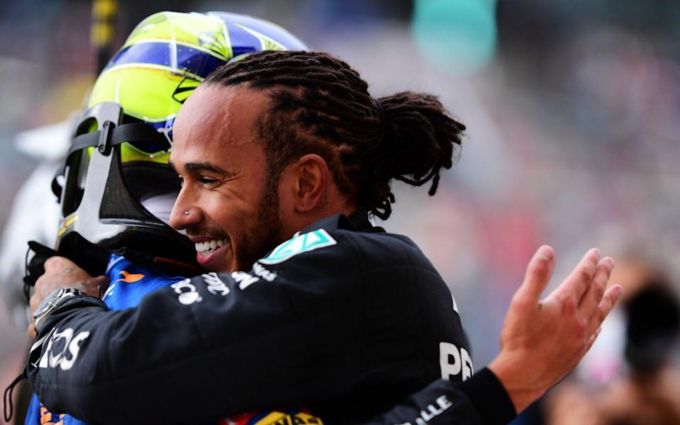 Race winner Lewis Hamilton of Great Britain and Mercedes GP hugs Lando Norris of Great Britain and McLaren F1 in parc ferme during the F1 Grand Prix of Russia at Sochi Autodrom on September 26, 2021 in Sochi, Russia - Mario Renzi - Formula 1/Formula 1 via Getty Images