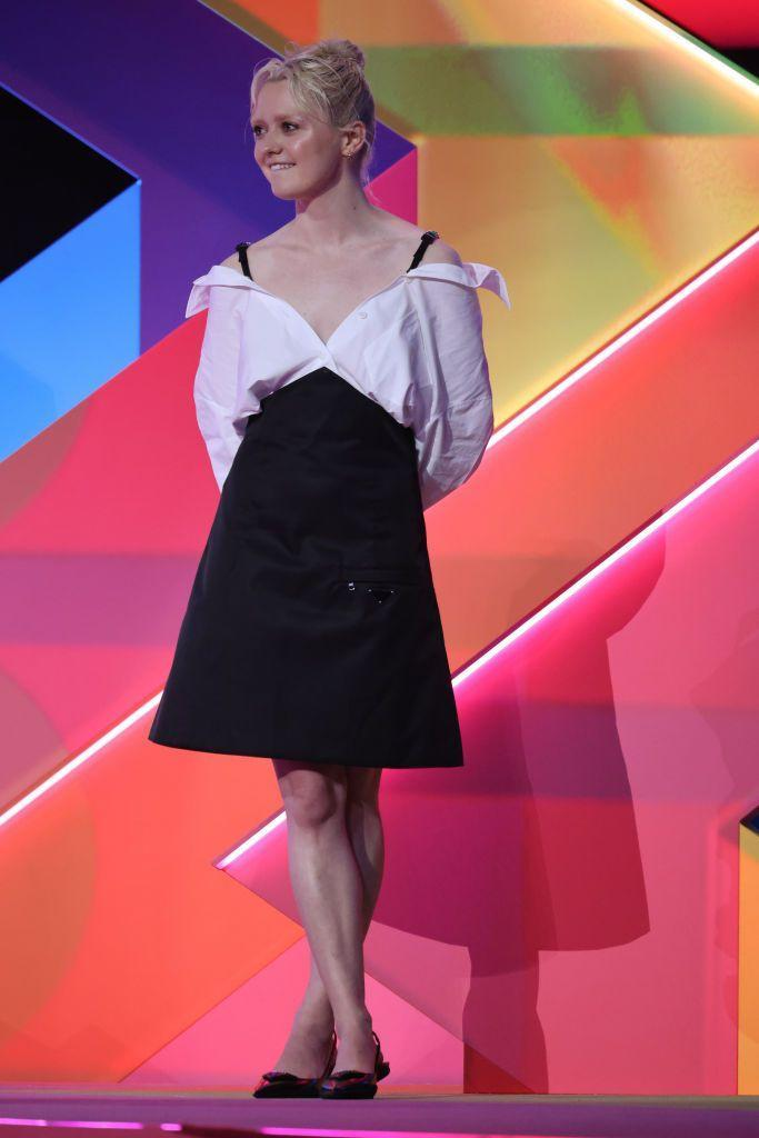 <p>Actress Maisie Williams skipped the red carpet but arrived on stage wearing a black-and-white collared shirt dress.</p>