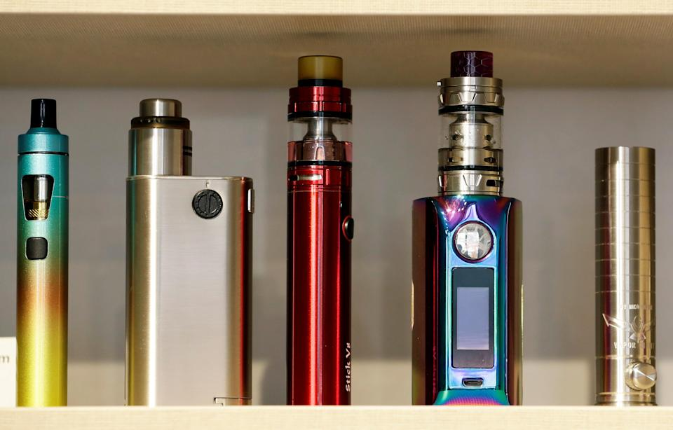 E-cigarette devices are placed on a shelf for sale in a store in Prague, Czech Republic, 31 January, 2019. (Reuters file photo)