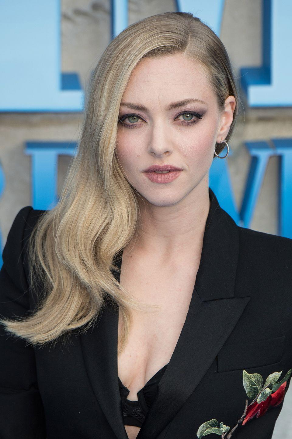 <p>Keeping your longer length sleek, but not flat is a difficult task. Amanda Seyfried achieves it by curling just the ends of her hair and sweeping the lengths over one shoulder. </p>