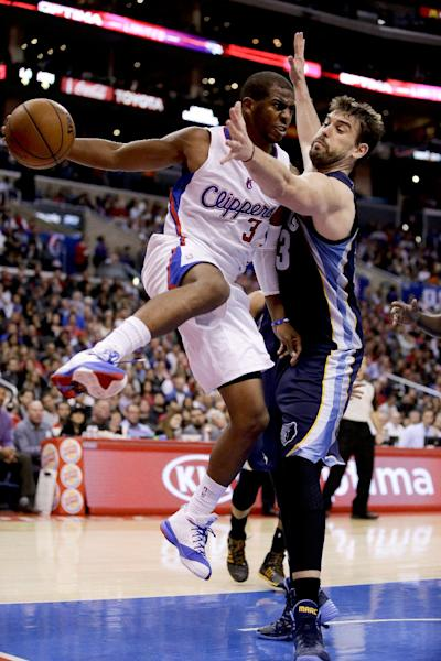 Los Angeles Clippers guard Chris Paul, left, passes around Memphis Grizzlies center Marc Gasol during the first half of an NBA basketball game in Los Angeles, Monday, Nov. 18, 2013. (AP Photo/Chris Carlson)