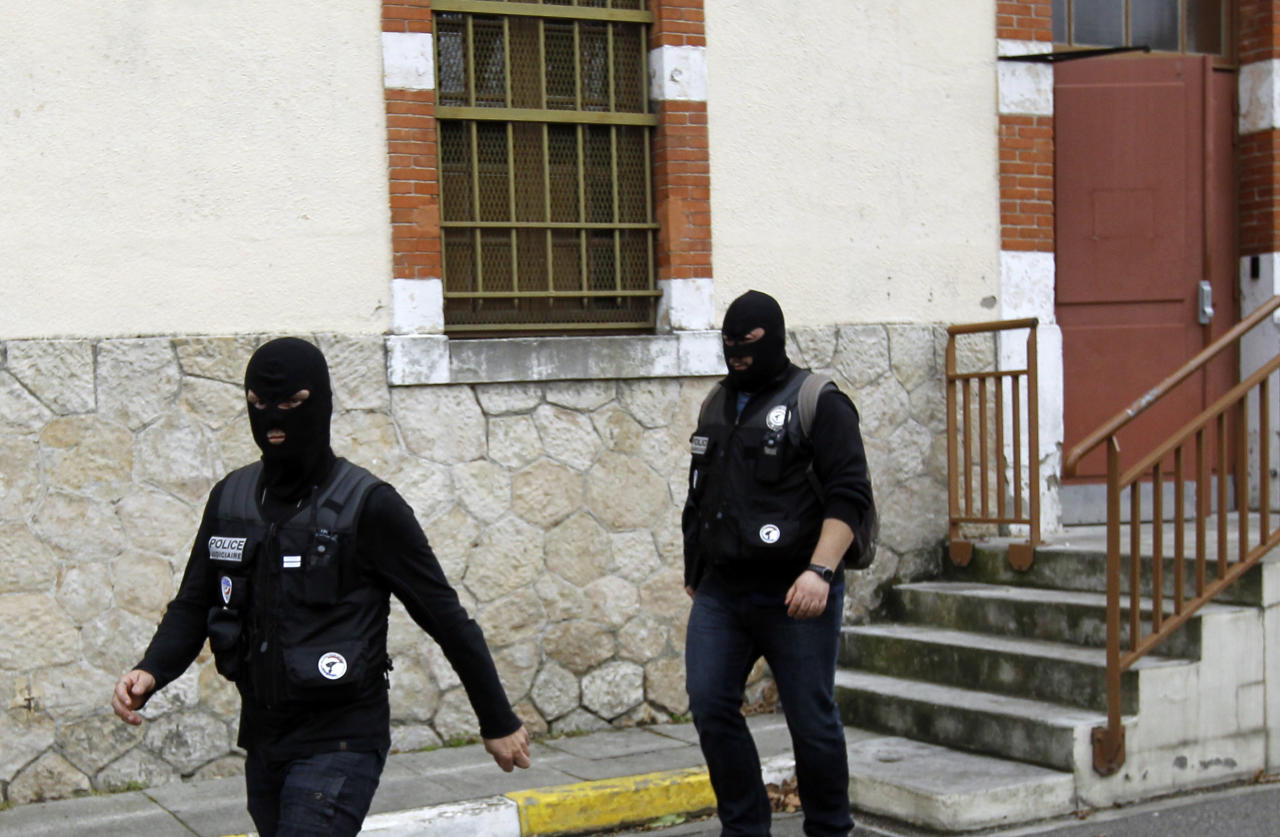 France Police officers gather close to the apartment building where a suspect in the shooting at the Ozar Hatorah Jewish school is still barricaded, in Toulouse, Southern France, Wednesday, March 21, 2012. A predawn police raid on a home in Toulouse erupted into a firefight Wednesday with a gunman who claims connections to al-Qaida and is suspected of killing three Jewish schoolchildren, a rabbi and three paratroopers. (AP Photo/Christophe Ena)