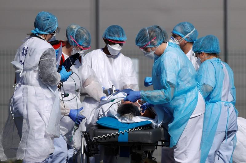 France reports 186 more coronavirus deaths, raising total to 860