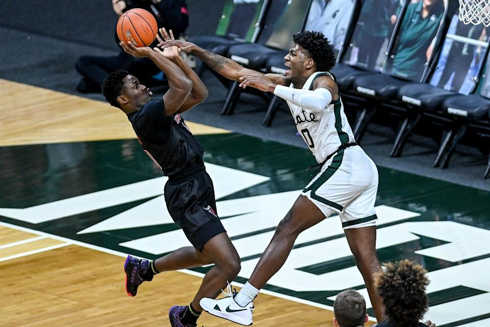Michigan State's Aaron Henry, right, pressures Rutgers' Montez Mathis on a shot during the first half on Tuesday, Jan. 5, 2021, at the Breslin Center in East Lansing.