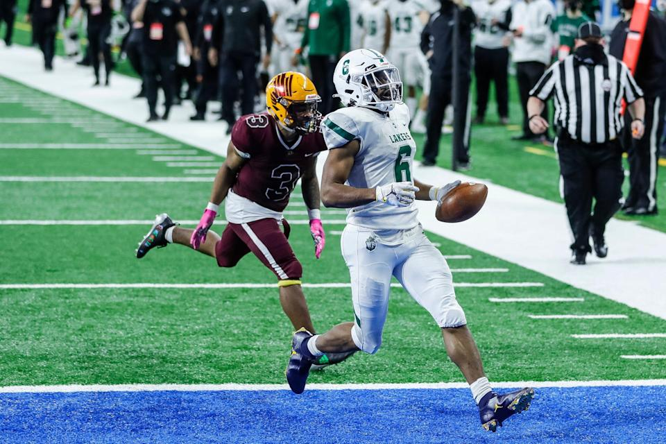 West Bloomfield running back Donovan Edwards scores a touchdown against Davison during the second half of the MHSAA Division 1 final at Ford Field, Saturday, Jan. 23, 2021.
