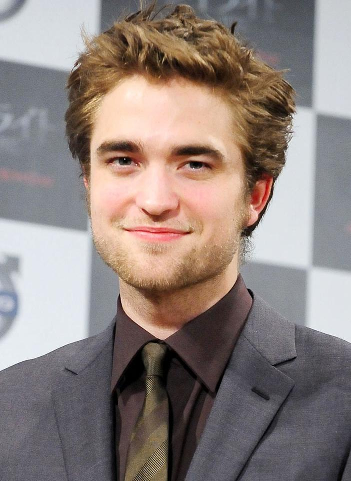 """<a href=""""http://movies.yahoo.com/movie/contributor/1808623206"""">Robert Pattinson</a> - Edward Cullen  """"Twilight"""" catapulted Robert Pattison into a megastar, capturing the hearts of many girls all over the world, so it's no surprise that the actor (along with his co-star Kristen Stewart) signed up for """"New Moon"""" almost immediately after the successful release of """"Twilight."""" One of the reasons why many Team Edward devotees are not huge fans of the second novel is because the character of Edward is predominantly absent for the first half of """"New Moon."""" But fear not, because Edward reemerges right when the action starts in Italy."""