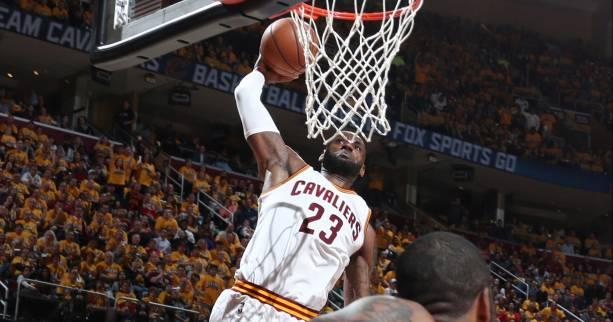 Basket - NBA - LeBron James (Cleveland) plane sur le top 5 de la nuit