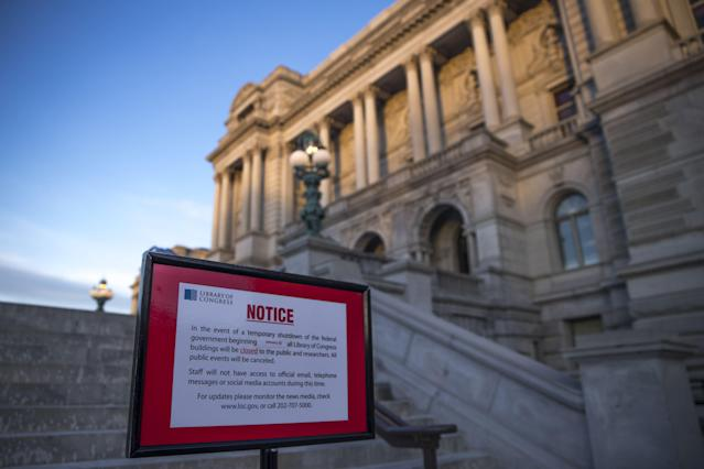 <p>A closed sign in front of the Library of Congress as the Senate continues work on ending the government shutdown in the U.S. Capitol in Washington, Jan. 20, 2018. (Photo: Shawn Thew/EPA-EFE/REX/Shutterstock) </p>
