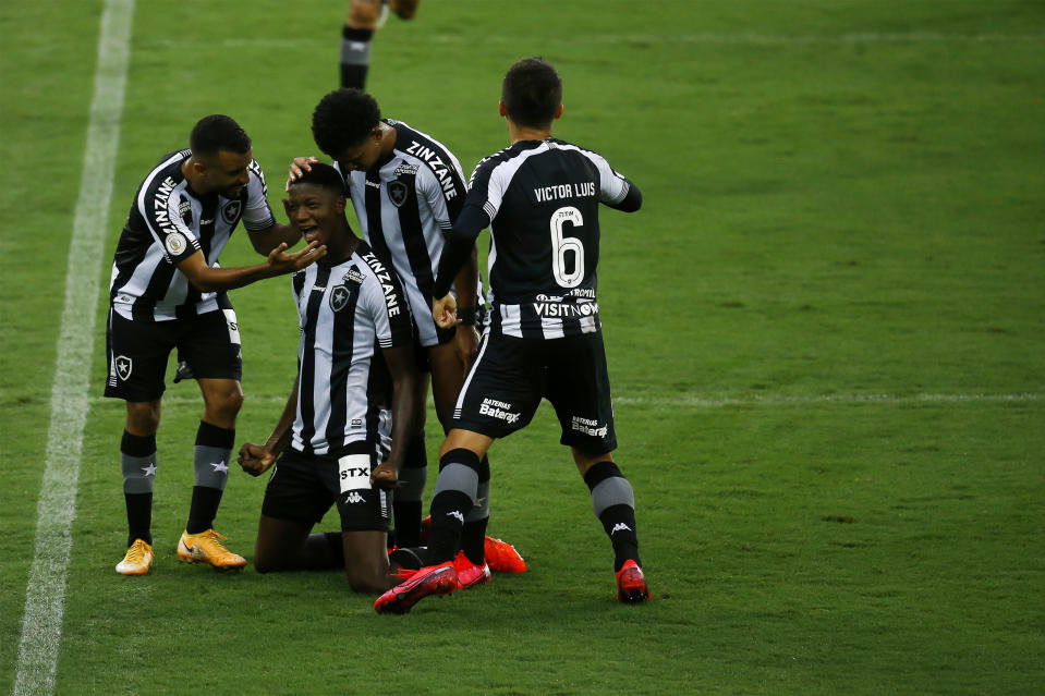 RIO DE JANEIRO, BRAZIL - OCTOBER 31: Matheus Babi of Botafogo celebrates after scoring the second goal of his team with teammates  during the match between Botafogo and Ceara as part of the Brasileirao Series A at Engenhao Stadium on October 31, 2020 in Rio de Janeiro, Brazil. (Photo by Bruna Prado/Getty Images)