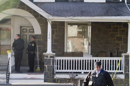 Police search outside a home in a suburb of Philadelphia where a suspect in five killings was believed to be barricaded in Souderton, Pennsylvania, December 15, 2014. REUTERS/Brad Larrison