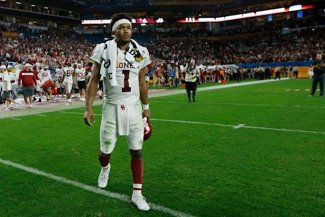 "Heisman Trophy winner <a class=""link rapid-noclick-resp"" href=""/ncaaf/players/255122/"" data-ylk=""slk:Kyler Murray"">Kyler Murray</a> signed a contract with the <a class=""link rapid-noclick-resp"" href=""/mlb/teams/oakland/"" data-ylk=""slk:A's"">A's</a> over the summer. (Photo by Michael Reaves/Getty Images)"