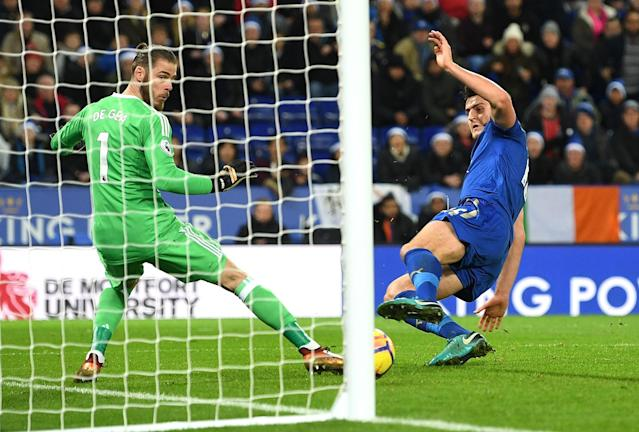 Harry Maguire scores Leicester City's equalizer against Manchester United. (Getty)