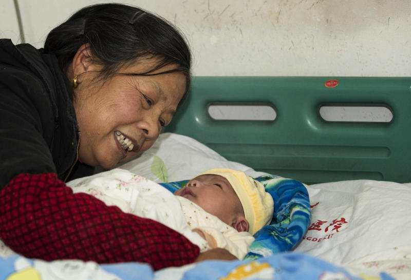 China investigates vaccine maker after baby deaths