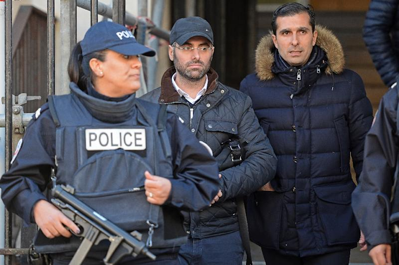 Benjamin Amsellem (C), a Jewish teacher stabbed by a 15-year-old with a machete, leaves the main police headquarters in Marseille on January 12, 2016 (AFP Photo/Boris Horvat)