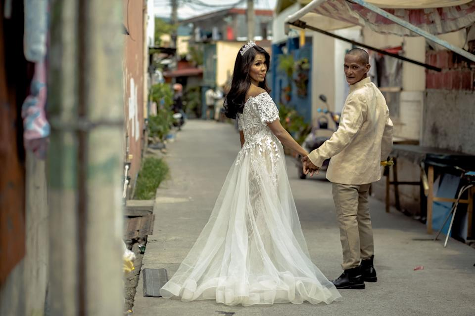 Rommel and Rosalyn pose for the camera during their bridal photoshoot. (Photo reproduced with permission from Rab4Love Studios)