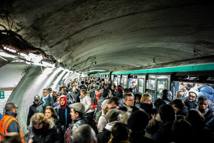 Commuters crowded onto platforms of the few Paris metro lines running on Monday (AFP Photo/Martin BUREAU)