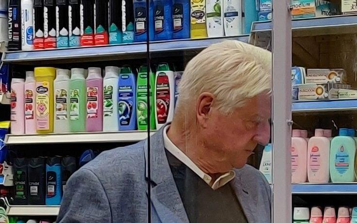 Stanley Johnson was seen in a shop without a mask -  KGC-592