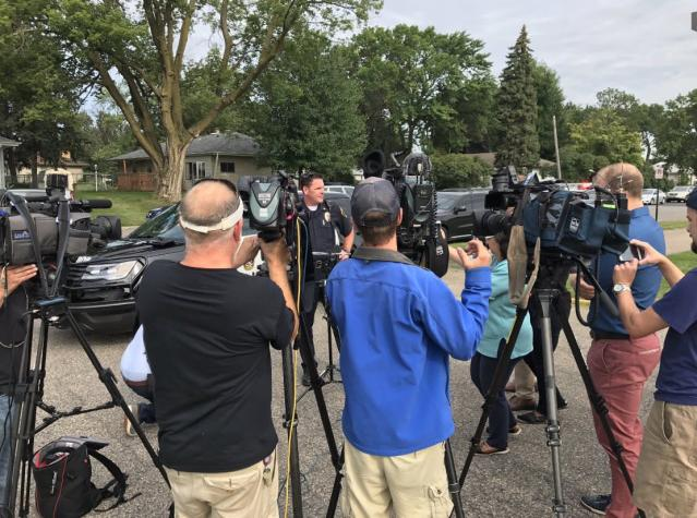 <p>Police address the press at the site of an explosion at the Dar Al-Farooq Islamic Center in Bloomington, Minn., on Aug. 5, 2017. (Photo: Bloomington Police via Twitter) </p>