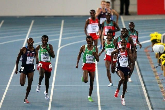Farah holds on in a sprint finish to win the 5,000 metres in Daegu