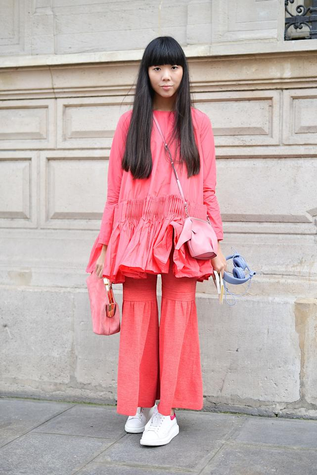 <p>The British fashion blogger sported a matching salmon pink set with ruffles. As if the pink suede clutch held in her right hand weren't enough, Bubble also wore an elephant Loewe purse. (<i>Getty Images</i>)</p>