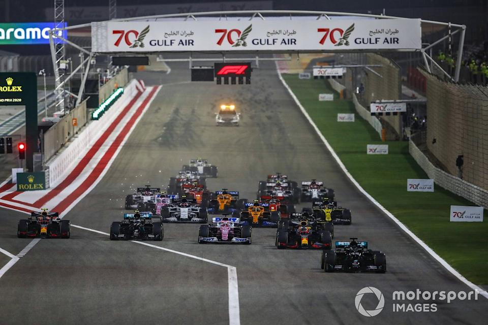 "Arrancada Lewis Hamilton, Mercedes F1 W11, Max Verstappen, Red Bull Racing RB16, Sergio Pérez, Racing Point RP20, Alex Albon, Red Bull Racing RB16, Valtteri Bottas, Mercedes F1 W11<span class=""copyright"">Zak Mauger / Motorsport Images</span>"