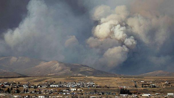 PHOTO: Smoke fills the sky as the East Troublesome Fire burns outside Granby, Colorado, U.S. October 22, 2020.  (Jim Urquhart/Reuters)