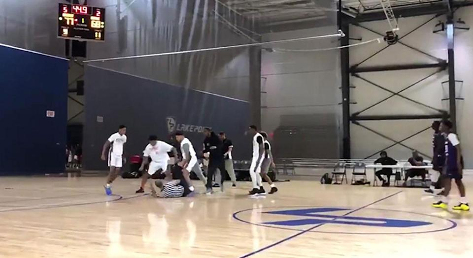 A massive brawl erupted between a grassroots basketball team and officials at a game on Sunday. (Yahoo Sports)