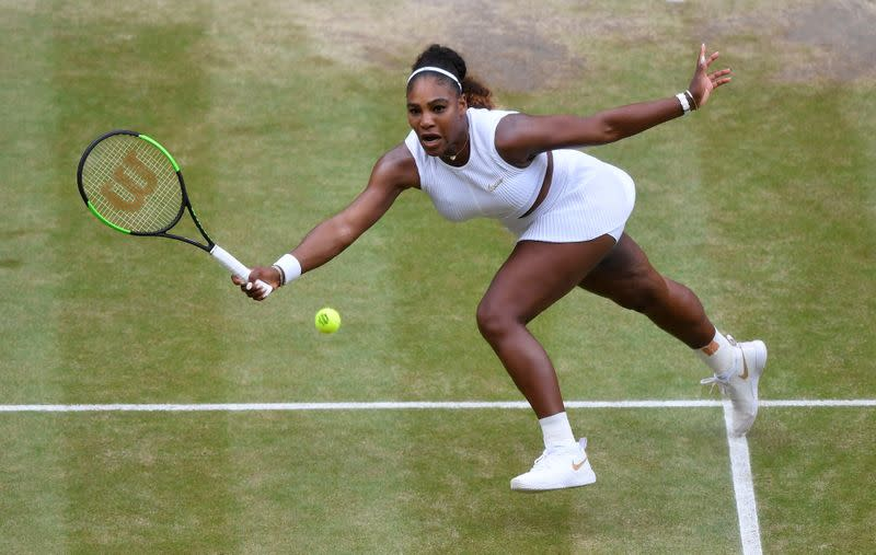 Serena, Wozniacki team up to advance in Auckland doubles