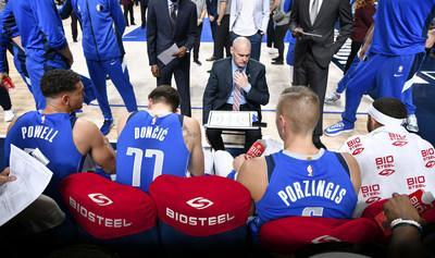 A look at the Dallas Mavericks bench with official sports drink sponsor BioSteel (CNW Group/BioSteel Sports Nutrition Inc.)