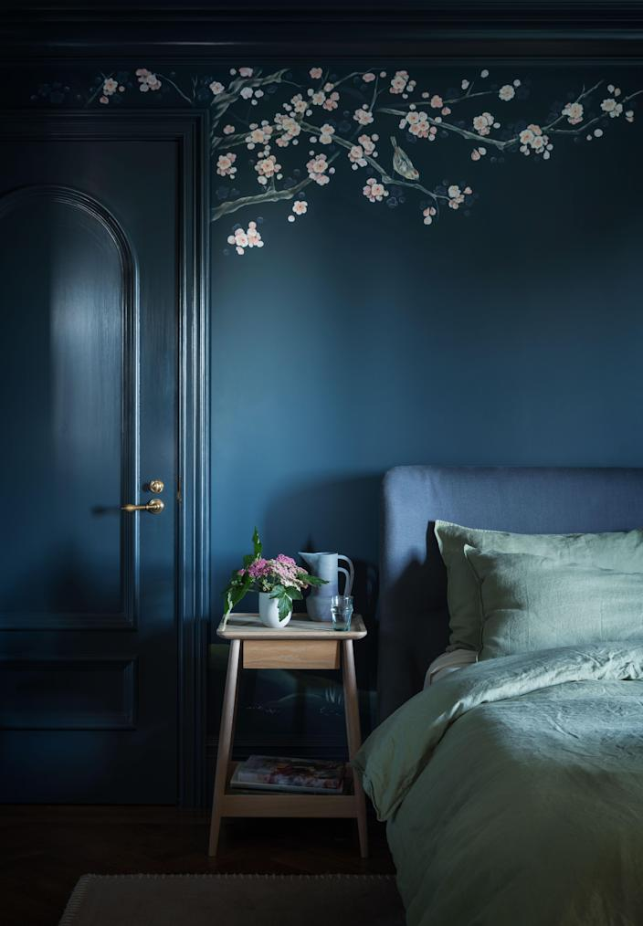 Teal tones carry the day in this bedroom.