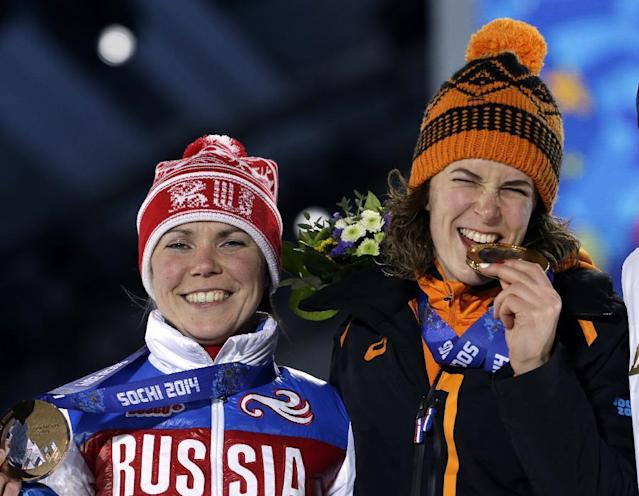 Women's 3,000-meter speedskating bronze medalist Olga Graf of Russia smiles along side gold medalist Irene Wust of the Netherlands during their medals ceremony at the 2014 Winter Olympics in Sochi, Russia, Monday, Feb. 10, 2014. (AP Photo/Morry Gash)