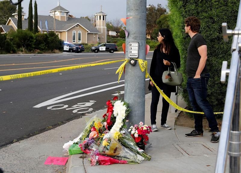 A makeshift memorial is placed by a light pole a block away from a shooting incident where one person was killed at the Congregation Chabad synagogue in Poway, north of San Diego, April 27, 2019. (Photo: John Gastaldo/Reuters)