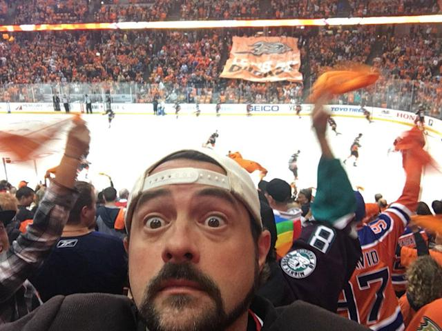 <p>Devils fan and Oilers supporter Kevin Smith watches Game 1 between Edmonton and the Ducks in Anaheim. (@ThatKevinSmith/Twitter) </p>