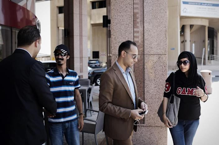 Bahraini human rights activist Zainab al-Khawaja (R), sister of jailed activist Maryam al-Khawaja, lawyer Mohammed al-Jishi (2-R) and Zainab's husband Wafi al-Majed (2-L), near the Bahrain court building in Manama on September 6, 2014 (AFP Photo/Mohammed al-Shaikh)