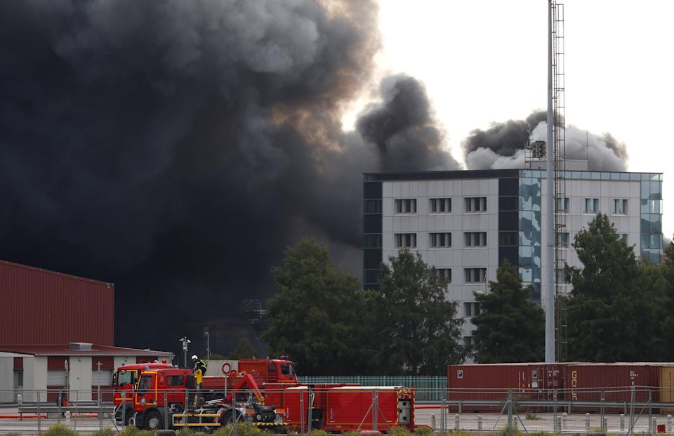 Dark smoke from a large fire that broke out at the factory of Lubrizol spreads over the town, in Rouen, France, September 26, 2019. REUTERS/Pascal Rossignol